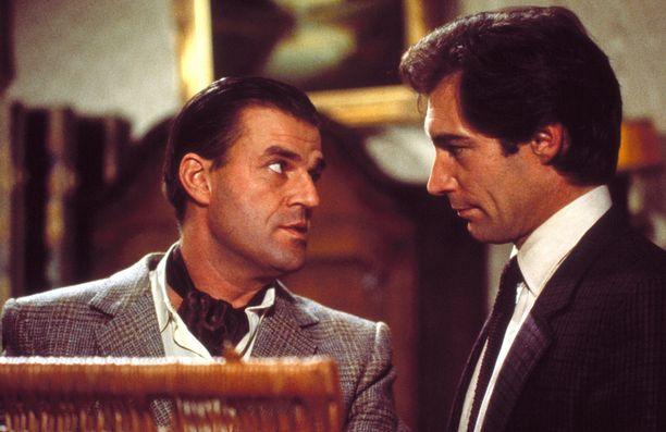 Timothy Dalton ottaa ohjakset 007 vaaran vyöhykkeellä -elokuvassa.