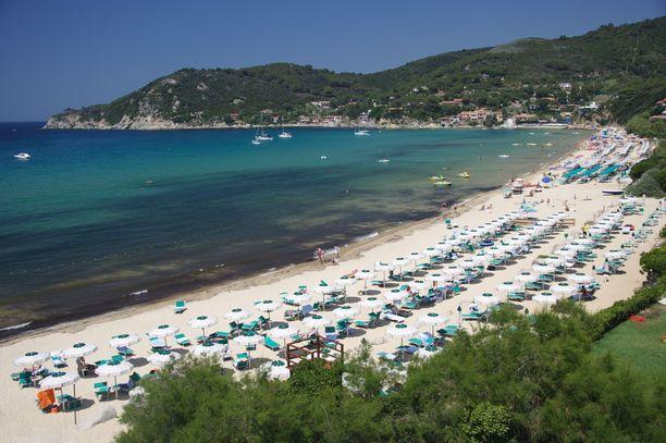 Elban rannoilla voi toukokuussa nauttia auringon lisäksi myös sateesta. Riittävä sade kun tietää sitä, että majapaikasta maksetut rahat voi saada takaisin.