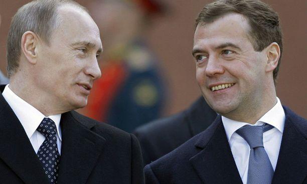VOIMAKAKSIKKO. Vladimir Putin ja Dmitri Medvedev ovat vallan kahvassa Venäjällä.