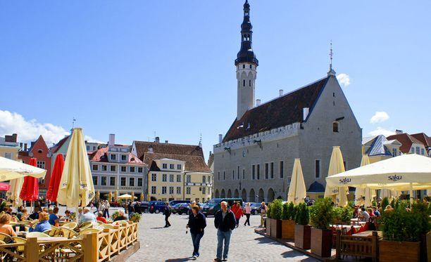 Tallinnassa järjestetään kesän aikana katuruokafestivaalit, meripäivät ja kukkaisfestivaalit.