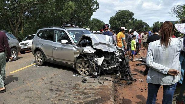 Pariskunnan auto romuttui pahoin onnettomuudessa Preah Sihanoukissa.