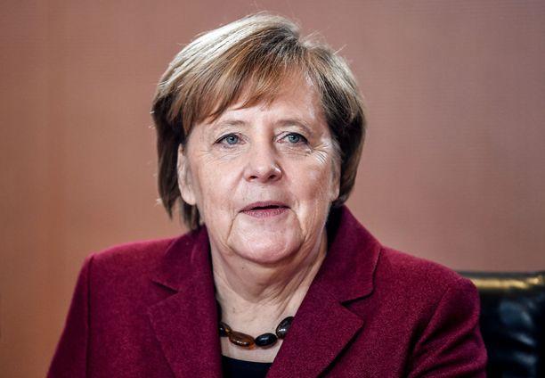 Saksan liittokansleri Angela Merkel kertoo, että nyt odotetaan, että Britannia saa omat asiansa järjestykseen.