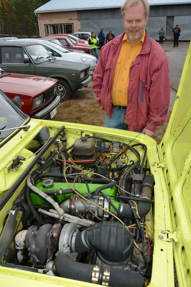 Marko Rintasen kanarialinnunkeltainen turbo-Lada oli kiihdytyskisojen nopein.