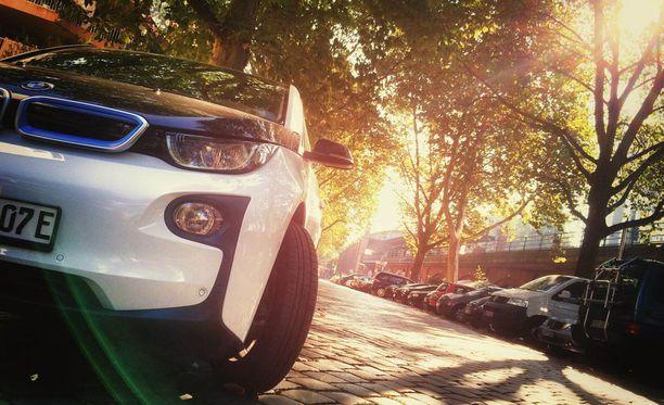 Yhteiskäyttöautot mahdollistavat liikkumisen uudella vähäpäästöisellä autolla ilman omistamiseen liittyviä kustannuksia.