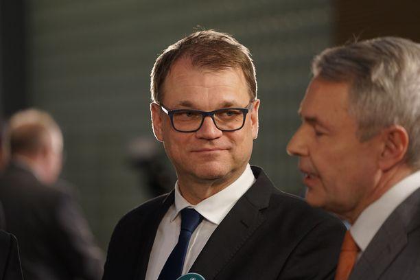 """Historiallisen vaalitappion kärsivän keskustan puheenjohtaja Juha Sipilä kommentoi Pikkuparlamentissa, että """"vaalitilanne on erikoinen""""."""
