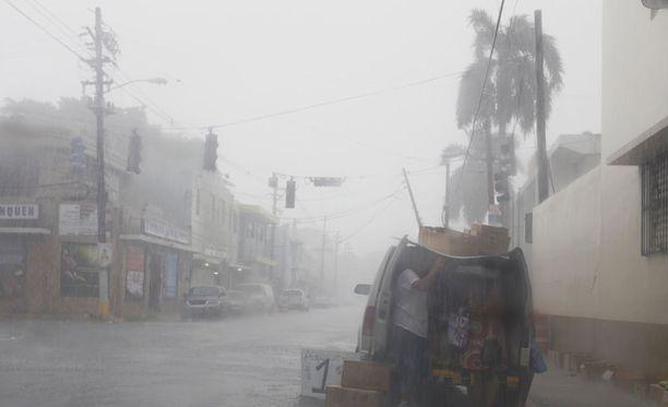 Hurrikaani Irma on tappanut tähän mennessä ainakin seitsemän ihmistä Karibianmeren eri saarilla.