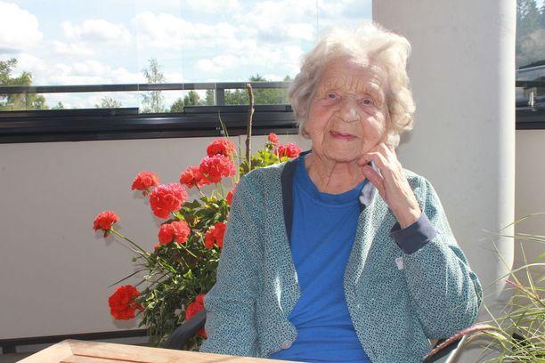 Aili Laitinen on tällä hetkellä sairaalassa. 102-vuotias teräsrouva suunnittelee kuitenkin paluuta kotiin. Aililla on lähettää myös tiukat terveiset Suomen nuorille.