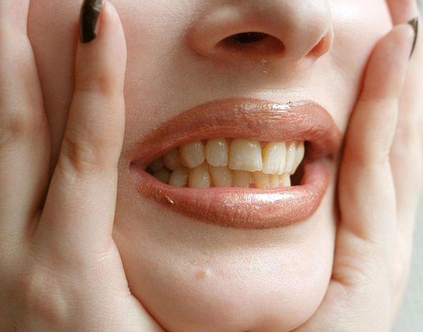 Raskaus ja vaihdevuodet voivat koetella hampaita.