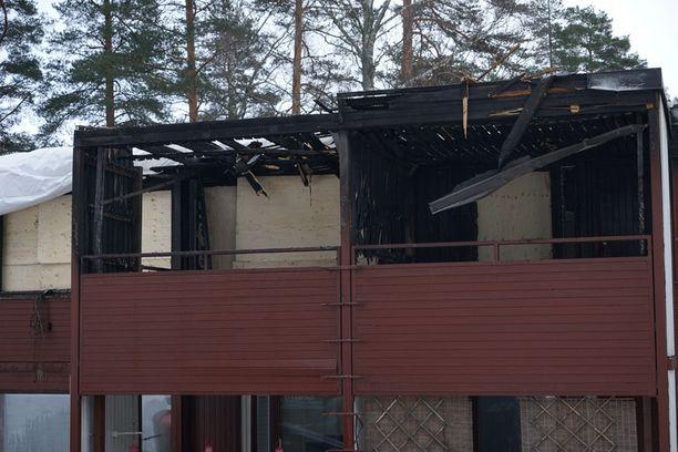 Ainakin kuusi asuntoa paloi asuinkelvottomaksi.