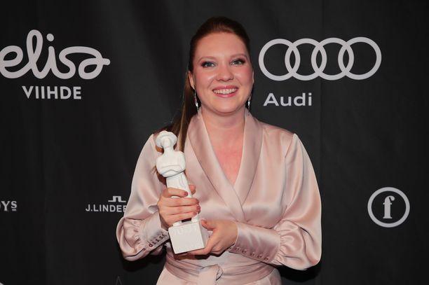 Satu Tuuli Karhu voitti ensimmäisestä elokuvastaan Jussi-pystin.