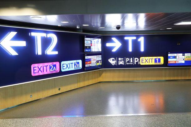 Matkustajille sairaustapaus tarkoitti odottelua. Kuvituskuva Helsinki-Vantaan lentokentältä.