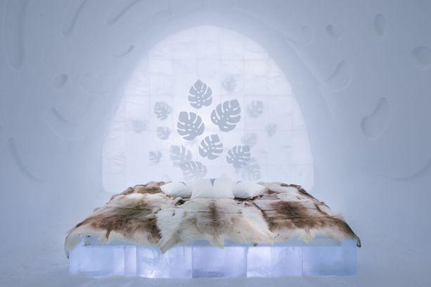 Herkät peikonlehdet koristavat Nina ja Johan Kaupin suunnittelemaa huonetta.