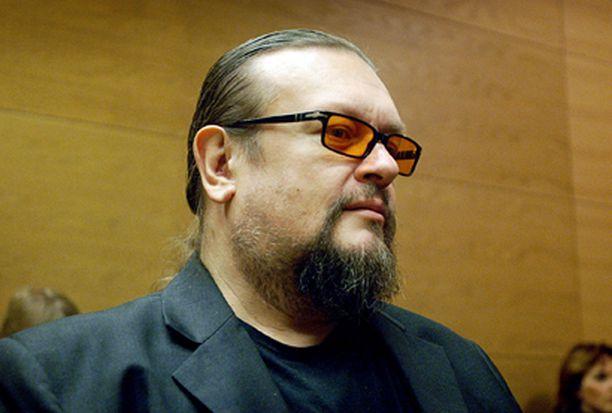 Selin kuunteli syytteitä tyynenä tänään Helsingin käräjäoikeudessa.