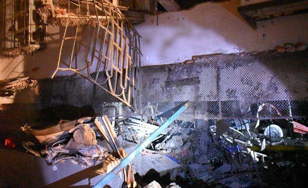 Räjähdyksen seurauksena osa tehdasrakennuksesta sortui.