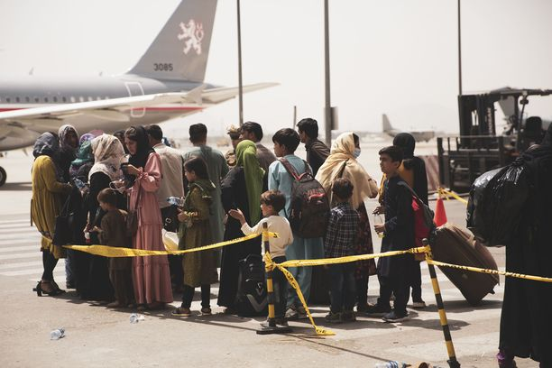 Hallitus ja tasavallan presidentti ovat päättäneet lähettää Kabuliin suomalaissotilaita, jotka auttavat evakuoitavia ensin turvaan ja sitten lentokoneisiin.