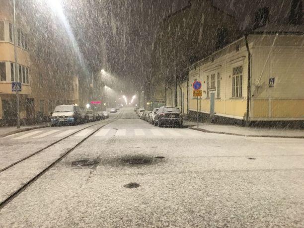 Tältä näytti Helsingin Kalliossa noin kello 5.45 keskiviikkoaamuna.