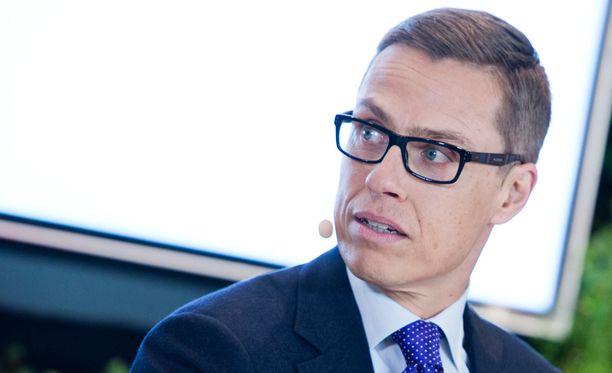 Pääministeri Alexander Stubb (kok) tyrmää SDP:n talouspoliittisen ohjelman.