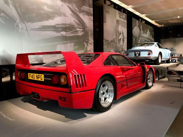Vuoden 1988 Ferrari F40 oli aikansa nopein katuauto. Auto oli myös viimeinen, jonka tuotantoa Enzo Ferrari valvoi. Hän kuoli auton julkistamisvuonna.