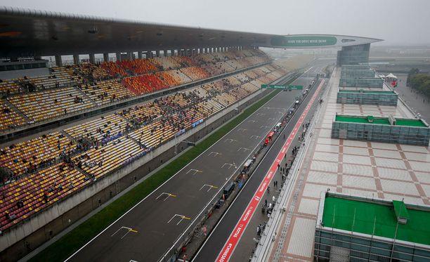 Perjantain F1-harjoitukset menivät mönkään sumun vuoksi.