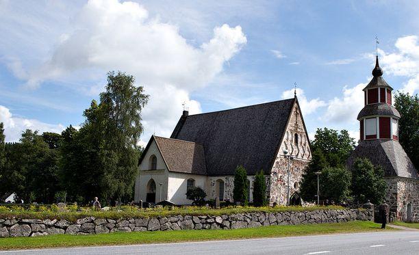 Kirkkoon on liittynyt tänä vuonna ennätysmäärä jäseniä. Kuvassa Pyhän Laurin kirkossa Janakkalassa.