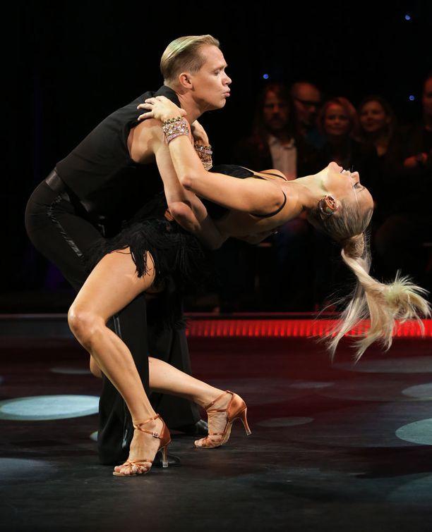 Anne Kukkohovi ja tanssiopettaja Marko.