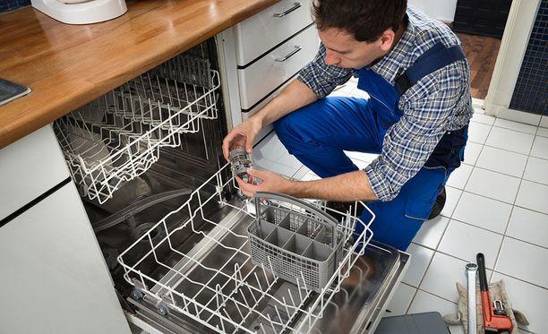 Lautakunnan uusimmassa ratkaisussa kuluttaja oli asentanut pesukoneen itse, ja vesivahingon aiheutti putkiliitoksesta puuttunut tiiviste. Vahinko jäi kuluttajan maksettavaksi.