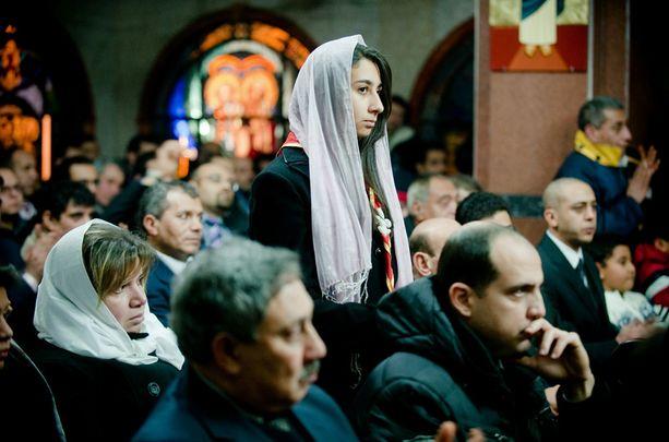 Italialaiset osallistuivat ortodoksiseen joulumessuun Roomassa.