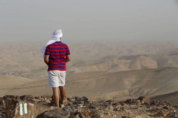Pyhiinvaeltaja Negevin autiomaassa.