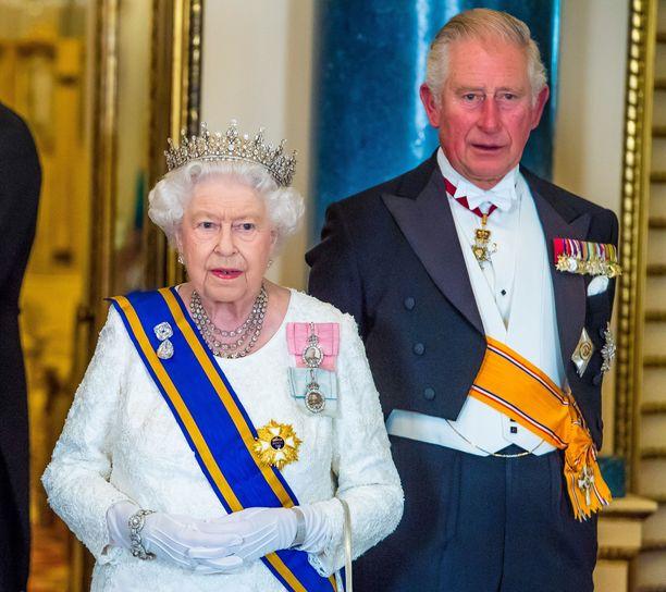 Kuningatar Elisabet ja prinssi Charles kuvattuna syksyllä 2018.