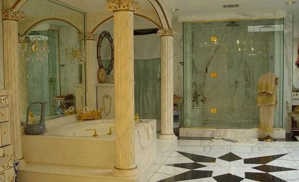 Kylpyosastolla on pylväitä.