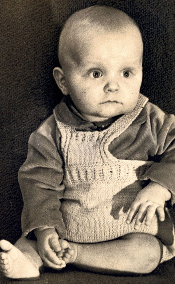 – Kuuden kuukauden ikäisenä Kouvolassa. Synnyin 25.5.1958, äidilläni on sama syntymäpäivä. Olen kaksonen ja horoskoopiltanikin Kaksoset.