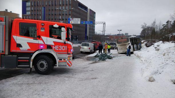 Helsingin Kivihaassa on sattunut bussionnettomuus perjantaina.