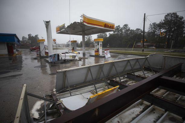 Huoltoasema sai kyytiä Florence-hurrikaanin rantauduttua Wilmingtoniin Pohjois-Carolinan rannikolla.