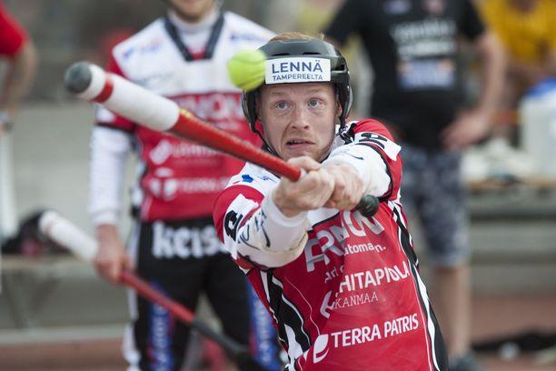Manse PP:n miehet pelaavat tänä kesänä Superpesistä. Kuvassa Jukka Tuomisto.