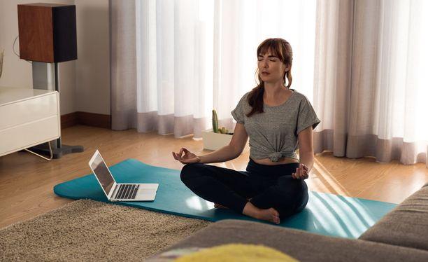 Rauhoittavia meditaatioharjoituksia voi etsiä esimerkiksi videopalvelu Youtubesta.
