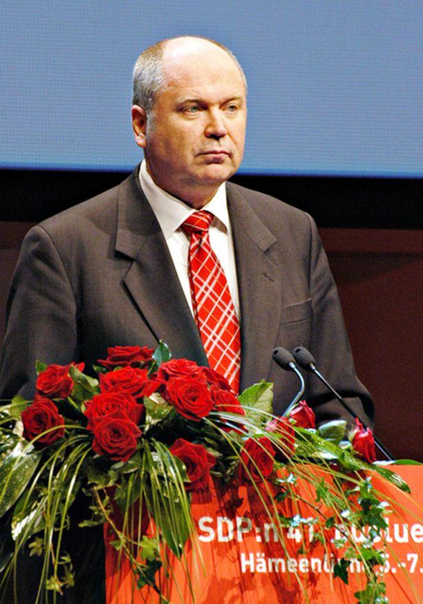 Eero Heinäluoma piti tiukan puheen SDP:n puoluekokouksessa Hämeenlinnassa.