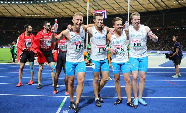 Suomen miesten 4x100 metrin viestijoukkue eteni sunnuntaina finaaliin ja teki uuden Suomen ennätyksen.
