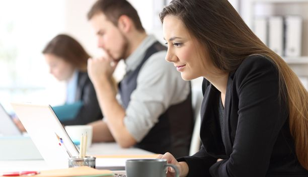 Monissa toimistotöissä työpaikkoja on vähemmän kuin hakijoita.