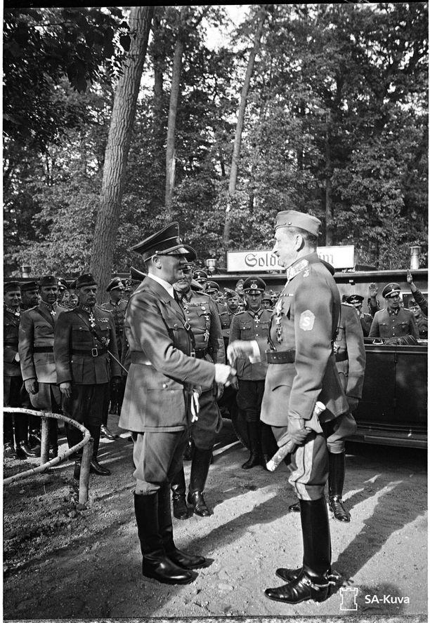 Mannerheim ja Hitler tapasivat Itä-Preussissa kesäkuun lopulla 1942.