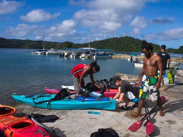 Kajakkiretki on parhaita tapoja tutustua Palaun uskomattomaan luontoon.
