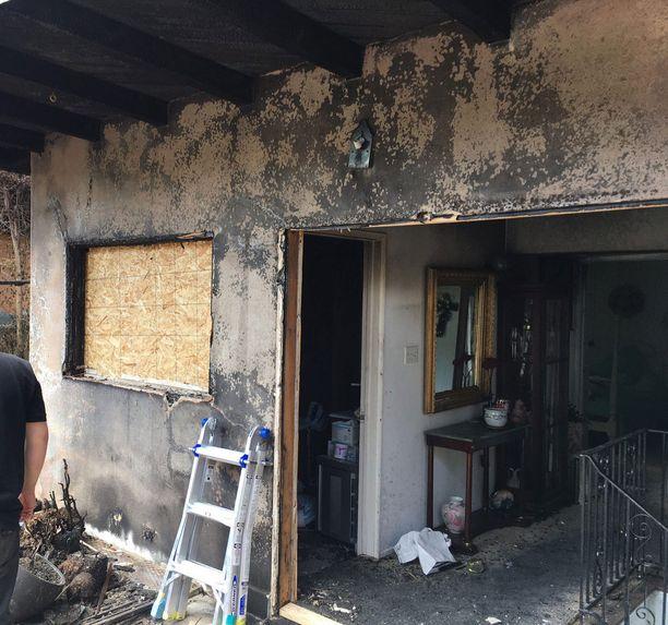 Kun Gunilla Persson heräsi tulipalon ääniin, talon portaikko oli liekeissä.