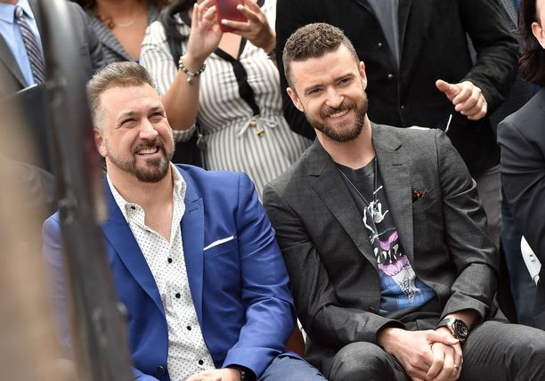 Justin Timberlake ja Joey Fatone tulivat hyvin juttuun tapahtumassa.