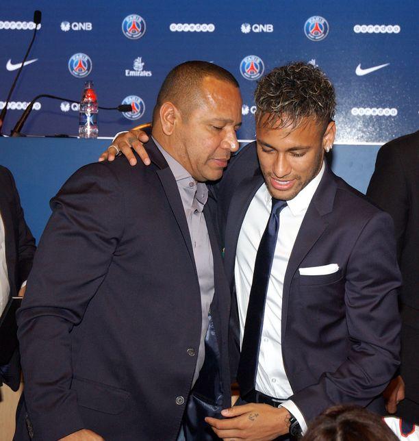 Neymar jr tienaa pariisilaisseura PSG:ssä arviolta 30 miljoonaa vuodessa tai 575 000 euroa viikossa. Tämän päälle tulee vielä vuosittaiset sponsoritulot, jotka ovat yhteensä suurempi summa kuin PSG:n vuosipalkkio.