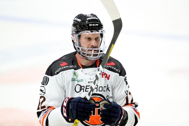 Markus Kankaanperä (kuvassa) ja Arto Laatikainen ovat tuoneet jämäkkyyttä HPK:n puolustus- ja avauspelaamiseen.