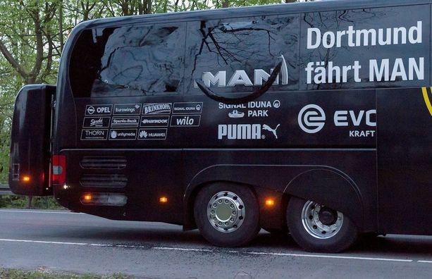 Dortmundin bussi koki kovia räjähdyksissä.