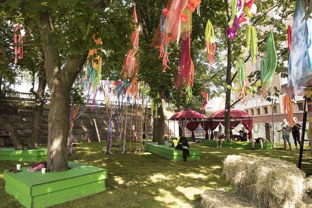 Flow'n Backyard on rentoa oleilua varten. Alue on rakentunut hyvinvointiteeman alle ja tarjolla on vegaani- ja raakaruokaa sekä muun muassa joogaa.