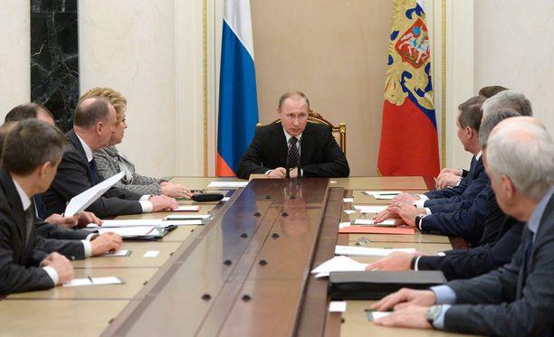 Popov sanoo tietävänsä, että Venäjän presidentinhallinnossa häntä ei pidetä syyllisenä.