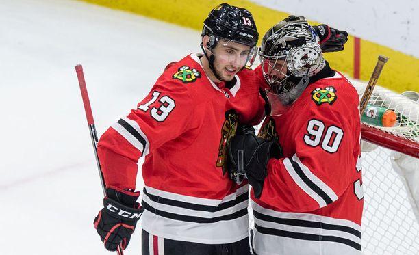 Tomas Jurco onnittelee Scott Fosteria onnistuneesta NHL-debyytistä.