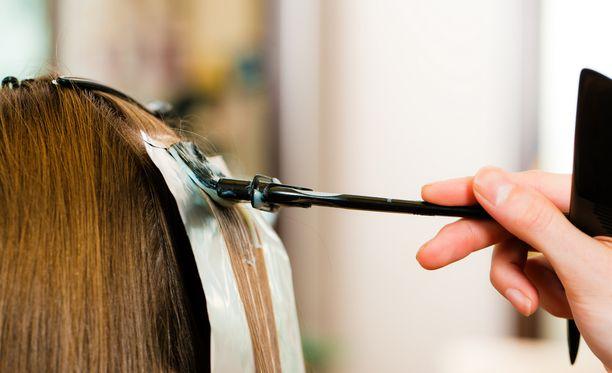 Hormonikierukkaan liittyi suurempi riski kuin hiusväreihin.