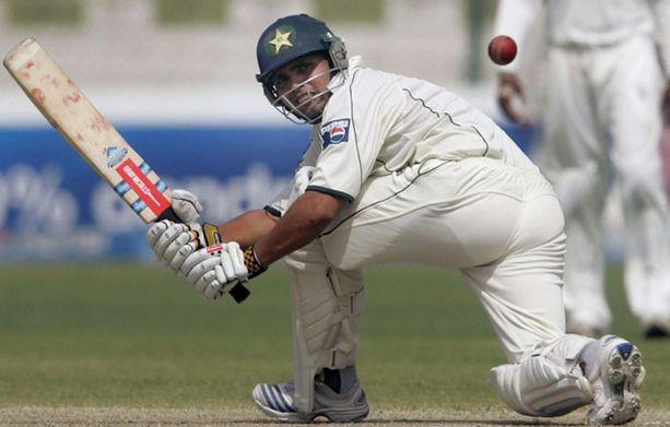 Kymmenkunta aseistettua miestä hyökkäsi Sri Lankan krikettijoukkueen kimppuun.